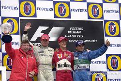 Le podium: Ross Brawn, David Coulthard, Michael Schumacher et Giancarlo Fisichella