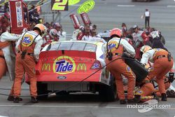 Ricky Cravens PPI crew leap into action to service the Tide Ford Taurus