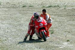 Max Biaggi reomonta para terminar en quinto lugar