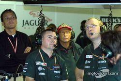 Niki Lauda dans le garage Jaguar
