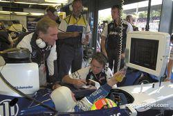 Patrick Head et Juan Pablo Montoya pendant les essais libres