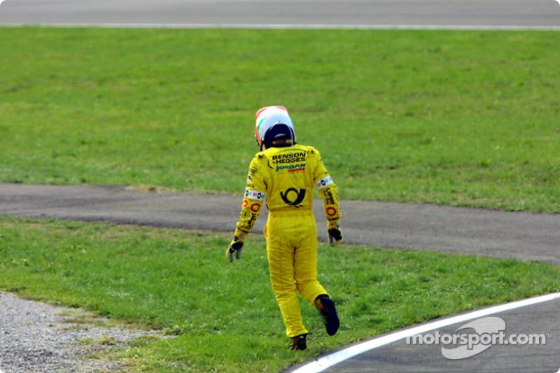 Jarno Trulli, fuera de la carrera