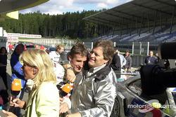 Bernd Schneider y Norbert Haug celebrando