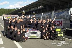 Team AMG feiert den Titelgewinn 2001