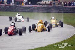 Course 5, Formula Ford: Jim Roberts en tête du peloton
