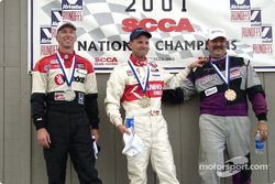 Course 6, Showroom Stock C le podium: le Champion National David Roush, le 2ème John Fernandez et le 3ème Bob Beede