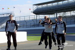 Fernando Alonso avec son équipe