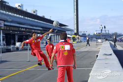 Squadra Rossa : L'équipe Ferrari joue au football