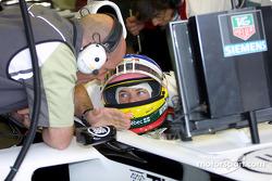 Jacques Villeneuve en discussion avec Jock Clear