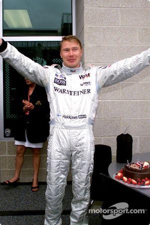 Мика Хаккинен празднует свой 33-й день рождения