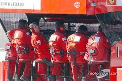 Инженеры Ferrari на командном мостике