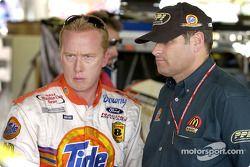 Ricky Craven y el dueño del auto, Cal Wells