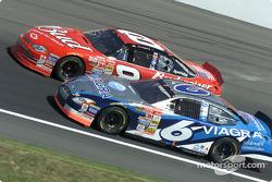 Mark Martin rebasa a Dale Earnhardt Jr.