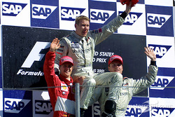 Podium: Sieger Mika Häkkinen, 2. Michael Schumacher, 3. David Coulthard