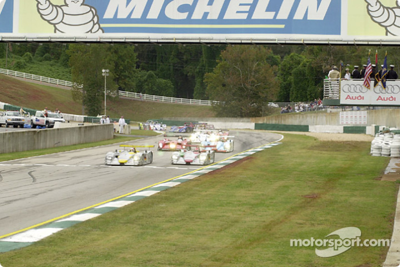 The start: Tom Kristensen in front of Emanuele Pirro