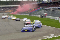 Start: Patrick Huisman, Eschmann AMG Mercedes, Mercedes-Benz CLK-DTM; Bernd Schneider, D2 AMG Merced