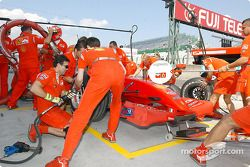 Practicando las paradas de pits de Ferrari