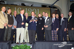 George Follmer, Bob Glidden, Ned Jarret, Dan Gurney, Junior Johnson, Don Nicholson, Lyn St. James, Tom Kendall, Parnelli Jones, Sir Jackie Stewart, Carroll Shelby, Glen Wood et Leonard Wood