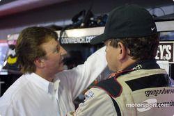 Discussion dans le garage