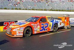 La voiture de Ricky Cravan prête pour la course