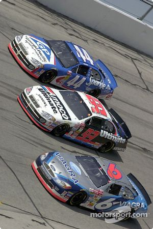 Mark Martin avec Dave Blaney et Buckshot Jones dans le virage 4