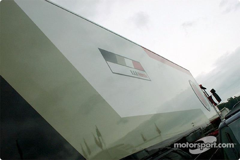 Transporte de BAR en el paddock de Brands Hatch