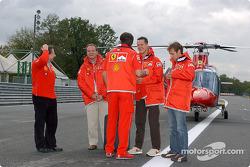 Jean Todt, Michael Schumacher, Rubens Barrichello y Luca Badoer