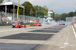 Michael Schumacher, Rubens Barrichello y Luca Badoer enloqueciendo