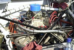 Motor V8 con placa regidora del carburador