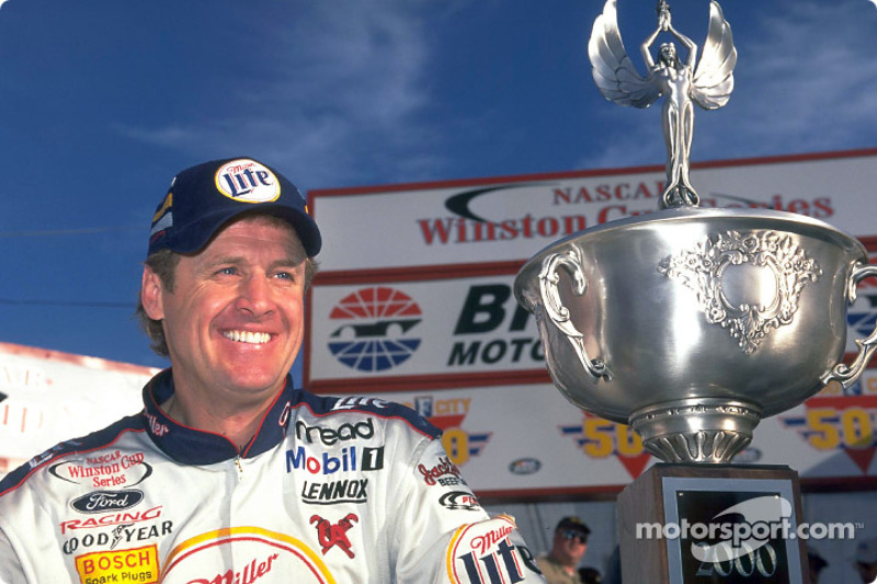 El piloto del Miller Lite Ford Taurus, Rusty Wallace es el amo del Bristol Motor Speedway; ganó los
