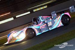 Hurley Haywood et Andy Wallace on conduit la Porsche n°38 à la seconde place