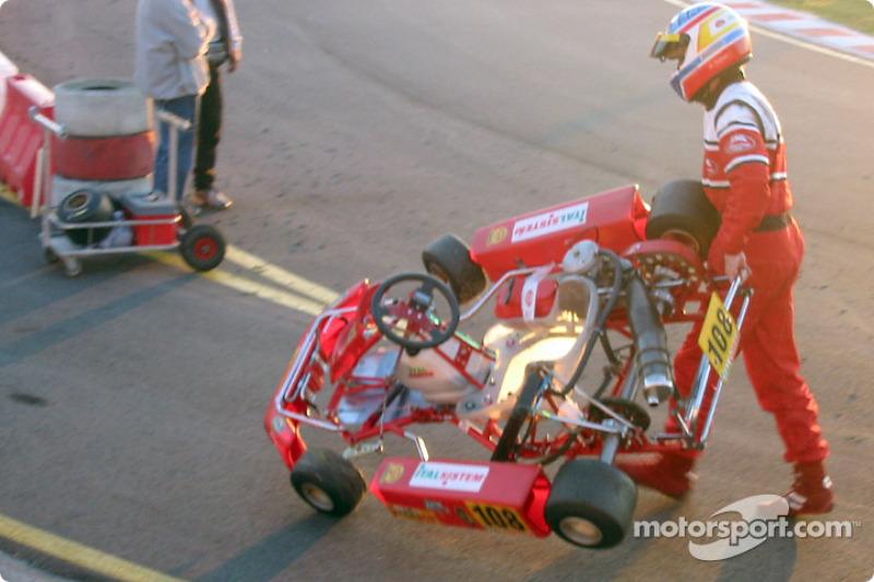 InterContinental A 100cc: Adriano Valente (Italcorse-Italsistem) de retour au stand à la fin de la course