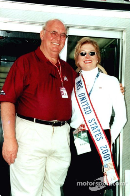 Benny Parsons con la Miss Estados Unidos 2001