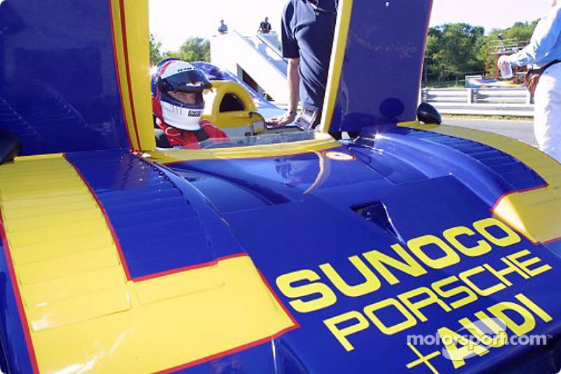 Roger Penske dans la Porsche 917/30 n°6