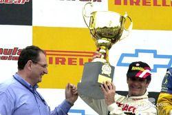 Le podium : le vainqueur Chico Serra