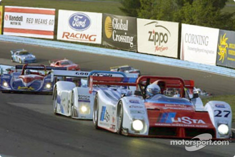 A pack of SRPs weaver their way through the esses