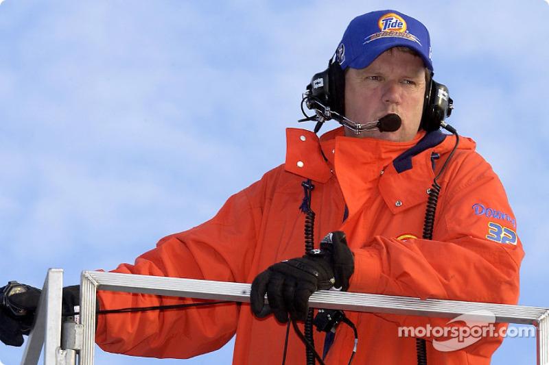 El jefe de equipo del Tide Ford, Mike Beam estaba preparado para las gélidas temperaturas en New Ham