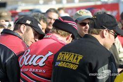 Ceremonia previa a la carrera: Dale Earnhardt Jr. y Matt Kenseth