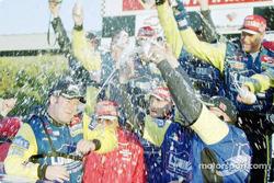 Robby Gordon celebrando