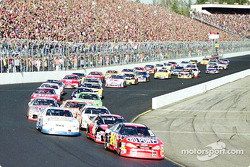 Green flag: Jeff Gordon leading the field