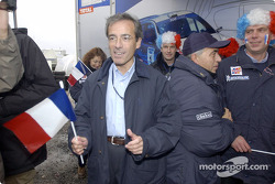 Команда Peugeot празднует победу