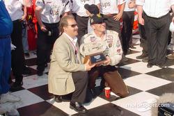 Ganador de la carrera, Dale Jarrett