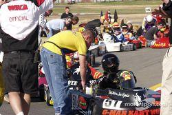 Les pilotes des 3 Heures de Charlotte et leurs équipes attendent l'ordre de démarrer les moteurs