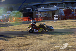 Still in the lead with just minutes to go Alan ëBunkyí Whiting reaches back to adjust his carburetor