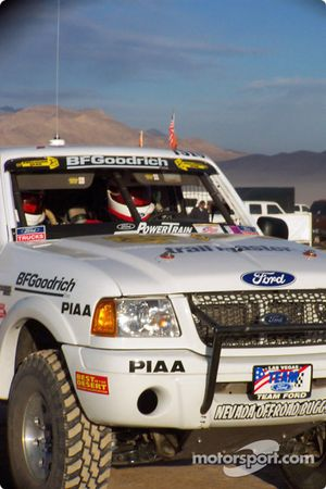 Steve Olliges Team Ford Ranger sur la ligne de départ