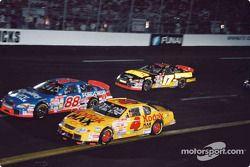 Bobby Hamilton, Morgan-McClure Motorsports, Chevrolet Monte Carlo, Dale Jarrett, Robert Yates Racing, Ford Taurus, Matt Kenseth, Roush Racing, Ford Taurus
