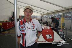 Mike Johnson, propriétaire du Archangel Motorsport Services, décroche son deuxième titre en 2001
