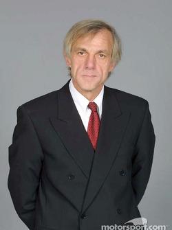 Diseñador en jefe Gustav Brunner