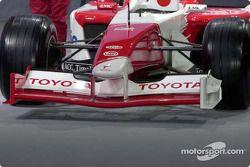Vue avant de la Toyota TF102