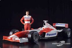 Allan McNish and the 2001 Toyota Formula 1 TF102